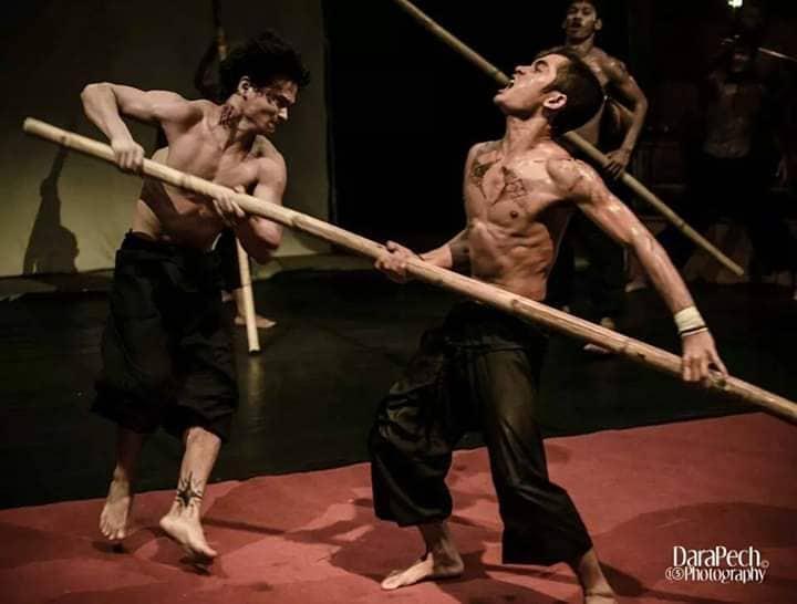 Sambath, acrobate du Phare Circus : «Chacun doit adapter son attitude en fonction de son personnage.»