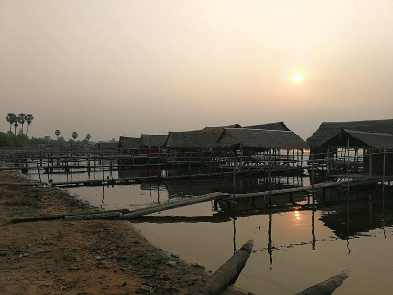 Coucher de soleil sur le lac de Tonlé Bati
