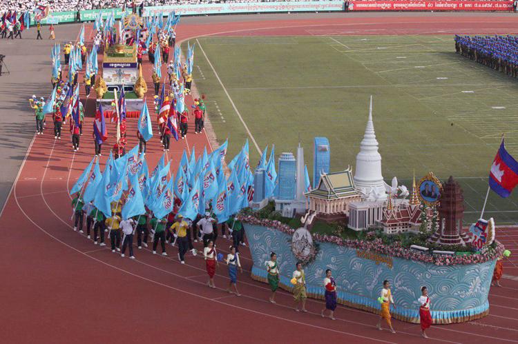 Le char représentant le stupa d'Oudong, l'ancienne capitale du Cambodge (de 1740 à 1746) ©AKP.