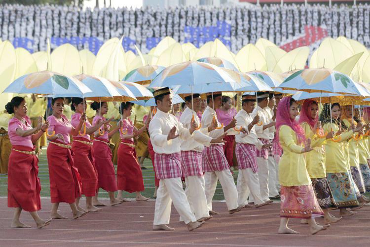 Les couleurs étaient de mises sur la scène improvisée du Stade Olympique. ©AKP