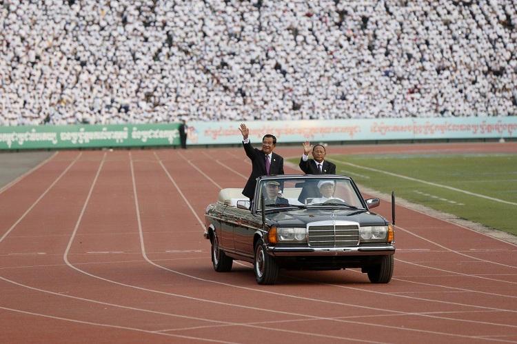 Le Premier ministre Hun Sen lors de son arrivée dans le Stade Olympique. ©AKP